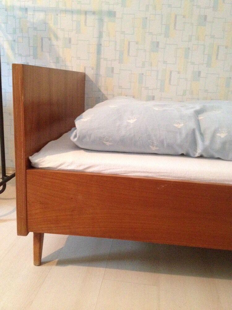 altes bett einzelbett holzbett von ca 1955 mit sprungfederrahmen matratze eur 25 00. Black Bedroom Furniture Sets. Home Design Ideas