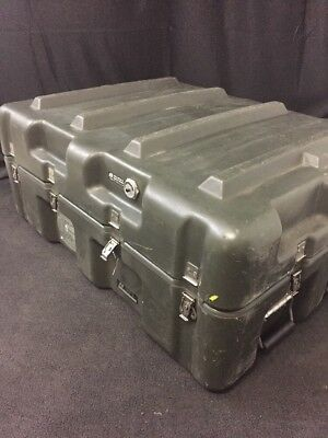 Hardigg 33x25x14 Shipping Container Hard Case Waterproof Military Grade Hinged
