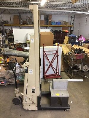 Crown 15b 12v Battery Powered Hydraulic Lift Stacker 1500 Lb 77 Capacity