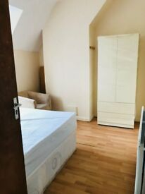 A spacious double ensuite room to rent in Barking including bills