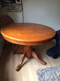 Table and 5 chairs extendable