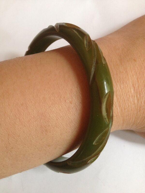 """Vintage Carved Green Marble BAKELITE Bangle Bracelet Size 2 1/2""""(D29)"""