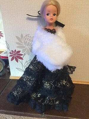 Stunning Blonde Sindy Doll In Complete Outfit - Royal Occasion 1984