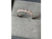 Stunning 18ct White Gold 5 Diamond (0.4 carat) Ring - Retail Price £ 1,500.00