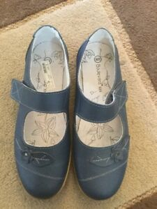 Boulevard Ladies Shoes Size 5 EEE