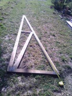Roof trusses unused and dry stored 4 meter. x 12
