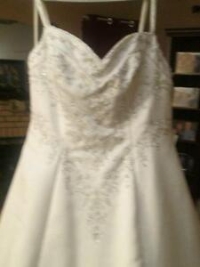 Never worn wedding gown price neg with in reason
