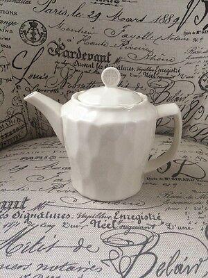 Starbucks TAZO Teapot Retired White Ceramic Textured Handle Lid Hot Tea GUC
