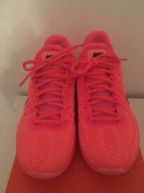 Womens Nike Skyelux trainers (new)
