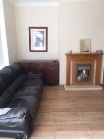 House TO LET 3 bedroom Furnished Spacious Clean & Quiet Garden Gas Heating Glazed Bradford BD7 Cheap