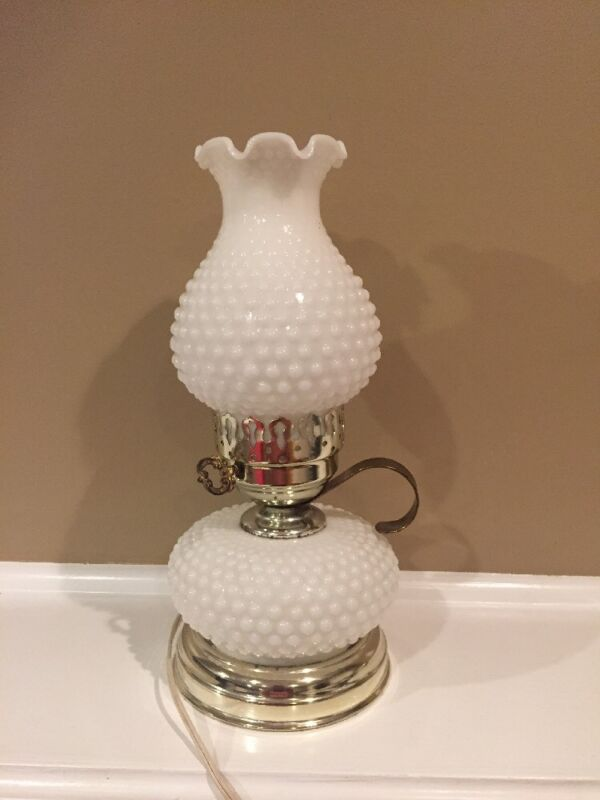 "Vintage Mid-Century White Hobnail Milk Glass Electric Lamp 12.5"" (really works!)"