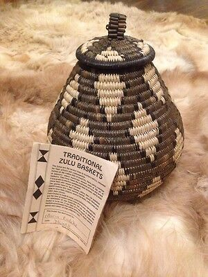 """VINTAGE ISICHUMO 8.5"""" HAND MADE SOUTH AFRICAN WOVEN BASKET W/ Authenticity Card"""