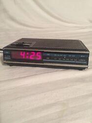 Vtg Spartus 0105 Alarm Clock Radio Faux Wood Red Digital Display AM/FM Snooze