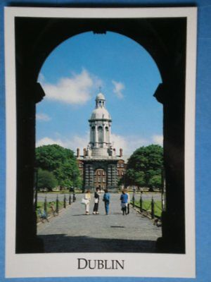 POSTCARD DUBLIN DUBLIN - TRINITY COLLEGE - THROUGH THE ARCHWAY