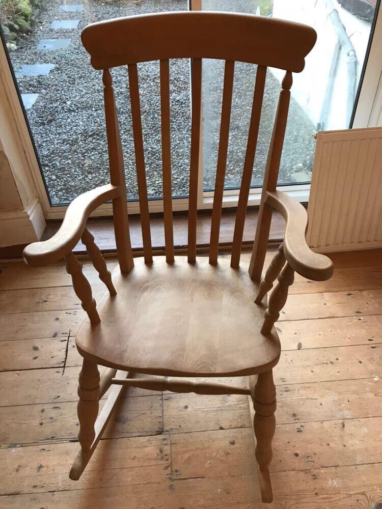 Merveilleux Antique Pine Rocking Chair