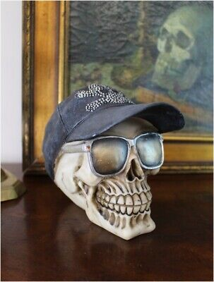 Skull With Hat and Sunglasses Crossbones on Cap Gothic Harley (Cap And Sunglasses)