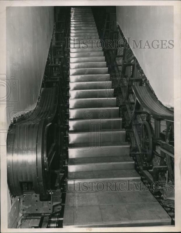 1947 Press Photo Escalator, motorized stairway cost $60,000