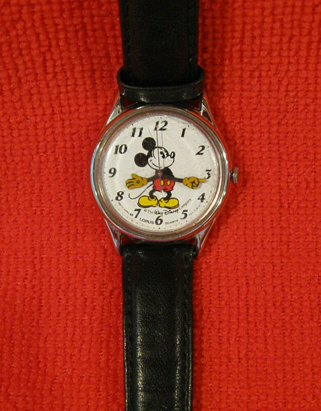 DISNEY VINTAGE MICKEY MOUSE WATCH 515-6A00 WORKING NEW BATTERY