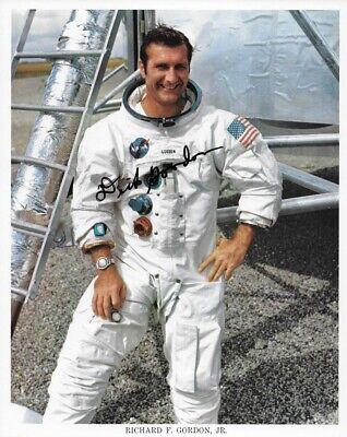 APOLLO 12 ASTRONAUT DICK GORDON SIGNED NASA 8X10 WHITE SPACE SUIT LITHOGRAPH