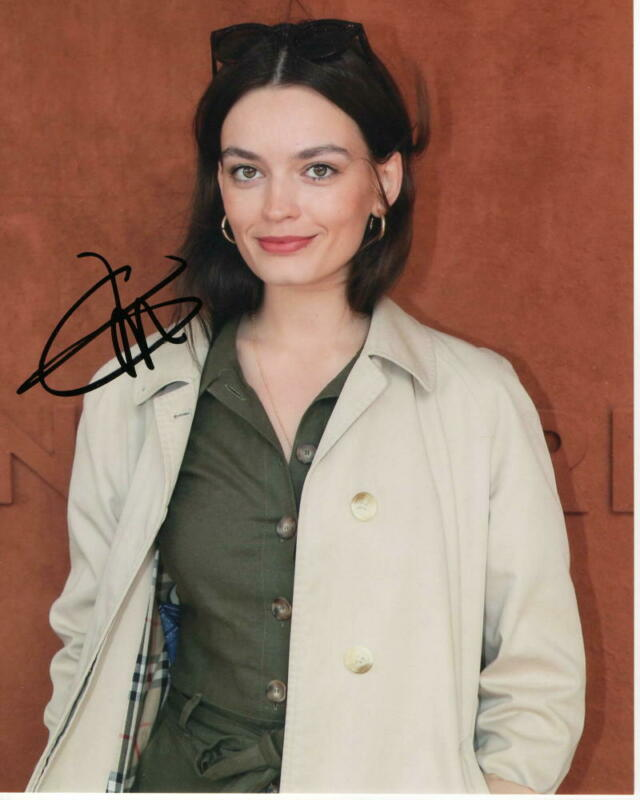 EMMA MACKEY SIGNED AUTOGRAPH 8x10 PHOTO - SEX EDUCATION, MARGOT ROBBIE LOOKALIKE