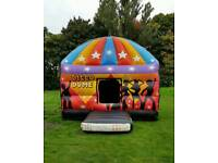 Bouncy castle / disco dome