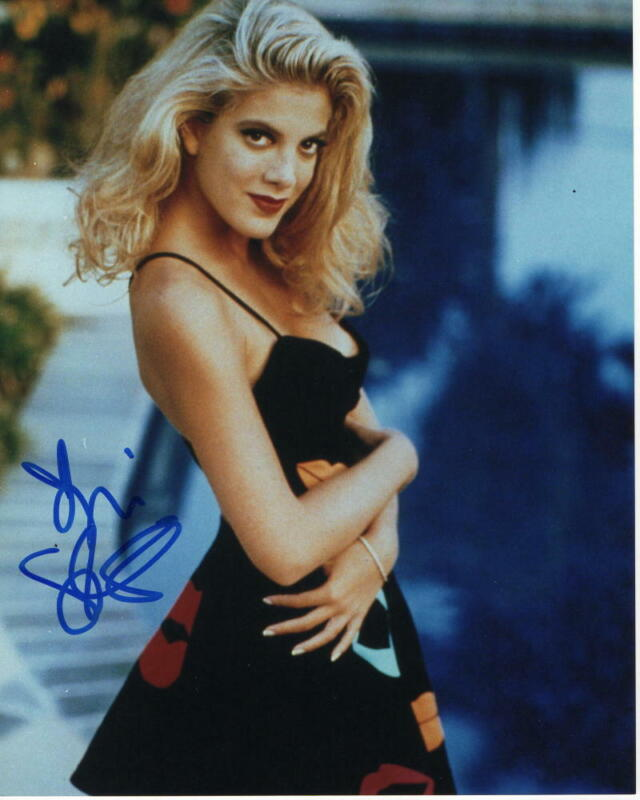 TORI SPELLING SIGNED AUTOGRAPHED 8X10 PHOTO - BEVERLY HILLS 90210 BEAUTY, SEXY 2
