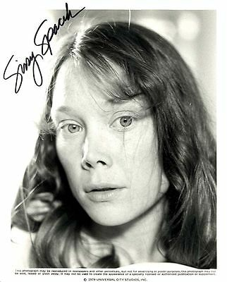 SISSY SPACEK ACTRESS, AUTOGRAPHED SIGNED 8X10 PUBLICITY PHOTO  WITH COA