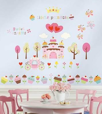 RoomMates Wandtattoo Cupcake Castle Schloss Kinderzimmer Prinzessin SONDERPREIS ()