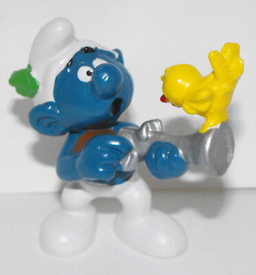 20106 Smurf Holding Gun with Bird on Top - Vintage Figurine - Schleich 1978