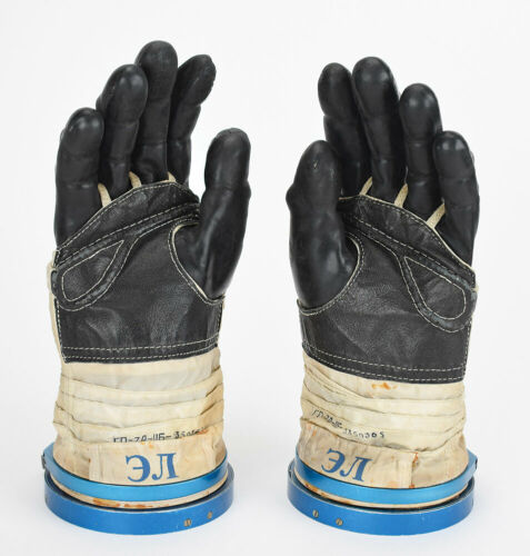 NASA Astronaut Edward Lu Spacesuit Sokol KV-2 Pair of Gloves