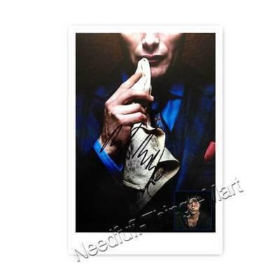 Mads Mikkelsen / Dr. Lecter aus Hannibal -  Autogrammfotokarte laminiert [A01] 