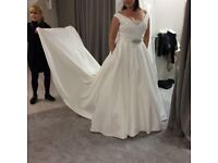Wedding dress with pockets. To fit UK 14-16