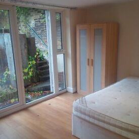 4 Bedroom Flat in Horn Lane, London W3