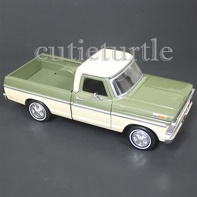 Motormax 1969 Ford F-100 Pickup Truck 1:24 Diecast Model 79315 Green / Cream