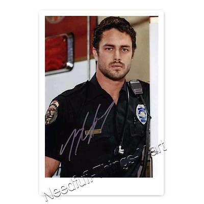 Taylor Kinney alias Kelly Severide aus Chicago Fire - Autogrammfotokarte [AK4] 