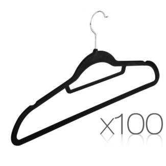 Set of 100 Velvet Hangers with Tie Bar