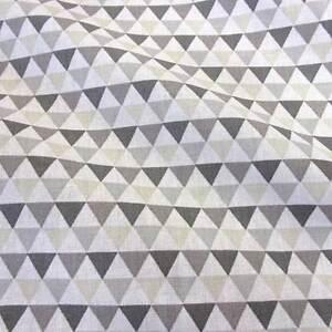 Stoff Meterware Baumwolle Dreiecke weiß grau beige Grafik retro Kleiderstoff Neu