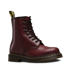 DR. MARTENS 1460 IN CHERRY RED SMOOTH MALE SIZE UK10