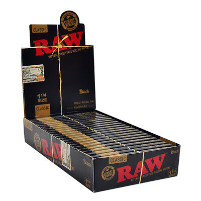 RAW CLASSIC Black rolling paper size 1 1/4 - 4 packs