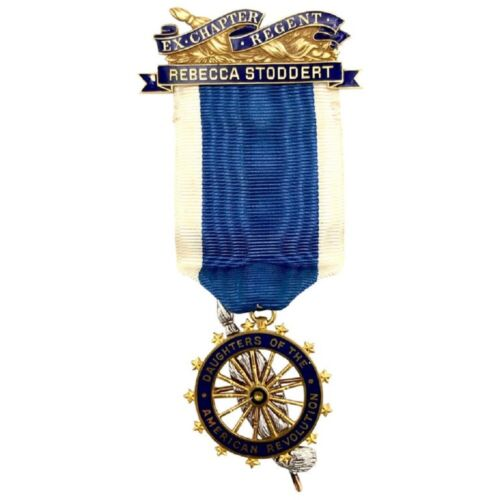 Vintage The Daughters of the American Revolution Yellow Gold Medal