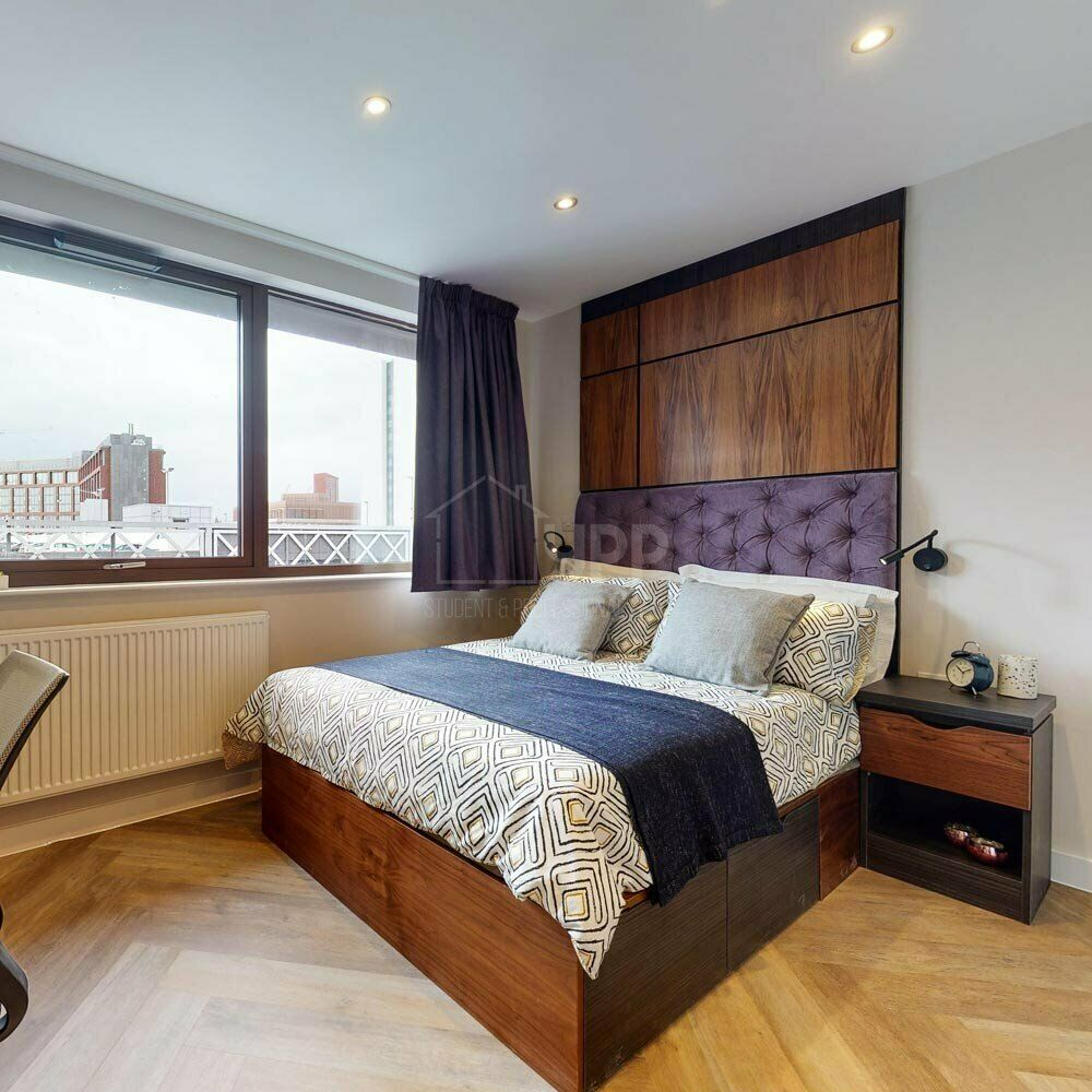 1 room in two bedroom apartment to share, Leeds City ...