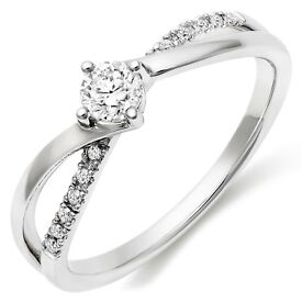 18Carat White gold Diamond ring - RRP £1750