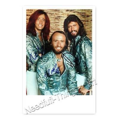 The Bee Gees - Autogrammfotokarte -  3 fach signiert laminiert [AK2]