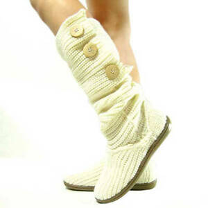 How to Crochet Button Cuffs for Boots | eHow