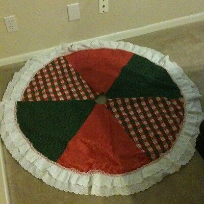 Vintage Red & Green Eyelot Lace Trim Christmas Tree Skirt