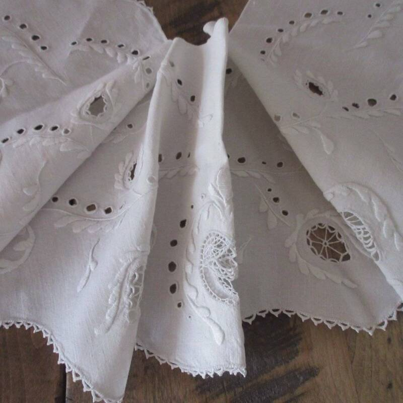 Victorian c1890 Antique LARGE Berth Collar with Fine Lace Inserts