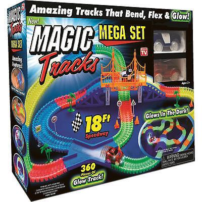 MAGIC TRACKS 360PCS Rennbahn leuchtet im Dunkeln RACE CAR Bend Flex Racetrack