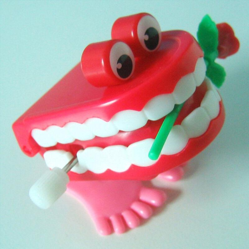 Children/'s Lovely Chattering Jumping Clockwork Toy Kid Christmas Funny Mini Toy