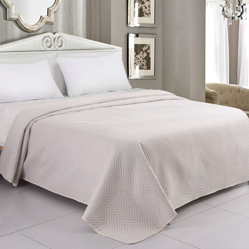 LITHER Bedspreads Lightweight Oversized Quilt, Machine Washable Coverlet, Ivory