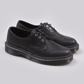 Snake print/shiny Dr Marten shoes in Black Size 5